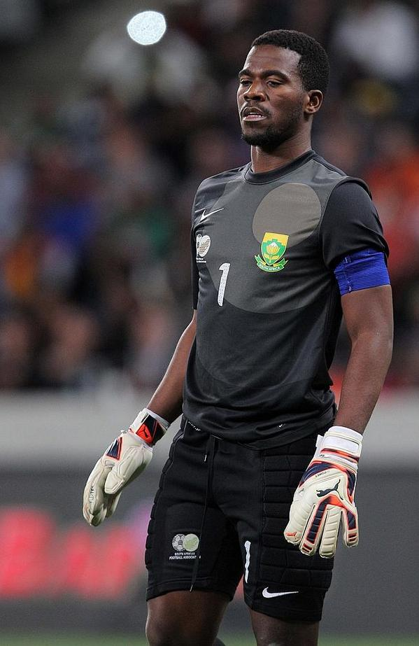 2nd SA sportsman killed in a week as @BafanaBafana & @Orlando_Pirates capt #SenzoMeyiwa is shot in Vosloorus. Tragic. http://t.co/3IvqT2OL9o