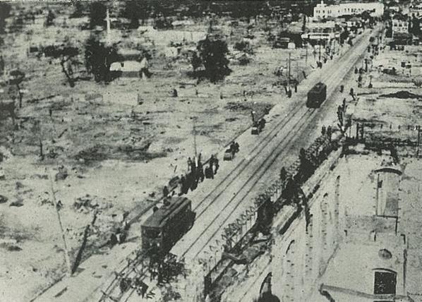 テレビでは『今日は〇〇の記念日です』というニュースが流れるが、太平洋戦争で各都市が空襲された日は学校で教えるべきだろう。大分では昭和20年7月17日に大分市中心街がほぼ壊滅した。しかし、その日を知っている大分の中高生はほとんどいない。 http://t.co/HTLhbgHQVz