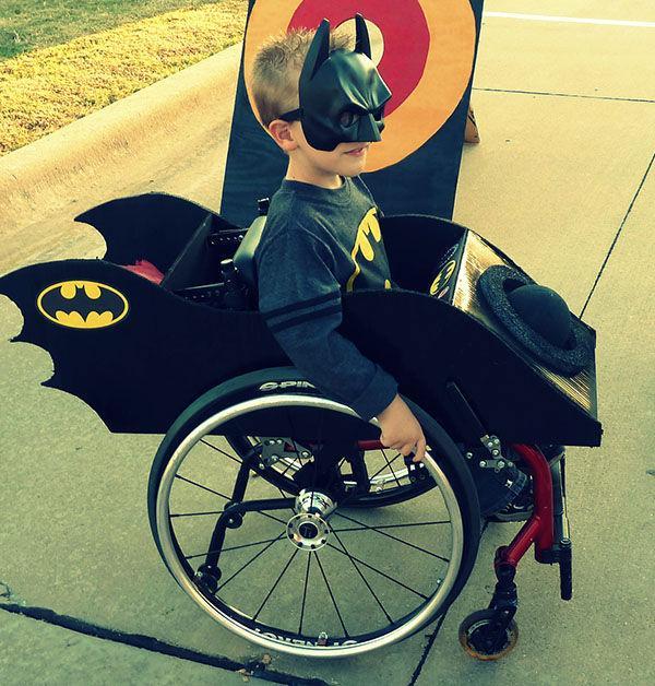 Los creativos disfraces de Halloween de una madre para su hijo en silla de ruedas [GALERÍA] http://t.co/1Yo72LzqdF http://t.co/KlxjUqEdMR
