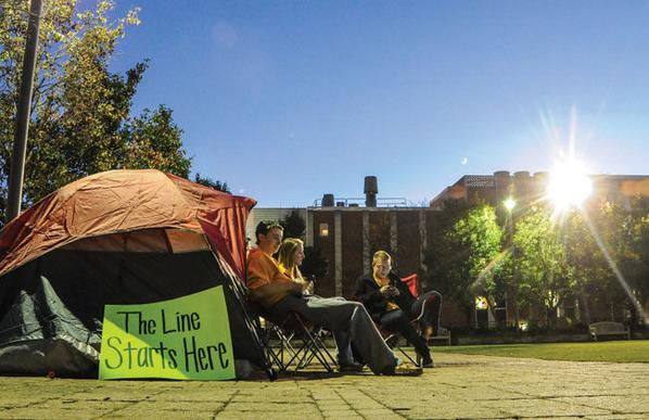 Students already lined up in anticipation of ESPN College GameDay's visit to Morgantown | http://t.co/CrbBoXCeh6 http://t.co/9zPArdnZ5M