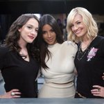 Had so much fun hanging with @OfficialKat & @BethBehrs on the set of #2BrokeGirls. Watch us 2nite 8/7c on #CBS! http://t.co/OqonfDkHUI