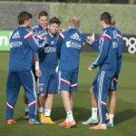 #Ajax bereidt zich ontspannen voor op het bekerduel #urkaja. Weet jij een leuk fotobijschrift? http://t.co/cxEZ7GMUe8 http://t.co/D5Ty4fJCB3