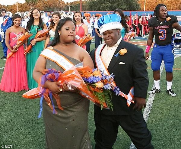 Two students with Down syndrome crowned homecoming king and queen http://t.co/VyxVSBBKIx http://t.co/NCedhgpPGB