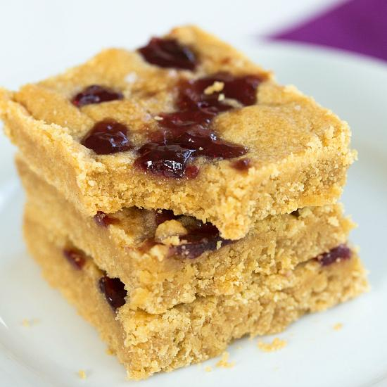 If there's one thing I'll never tire of, it's PB&J... Enter Peanut Butter & Jelly Cookie Bars! http://t.co/Ayy45jKgW9 http://t.co/jhAR7pd7Hk