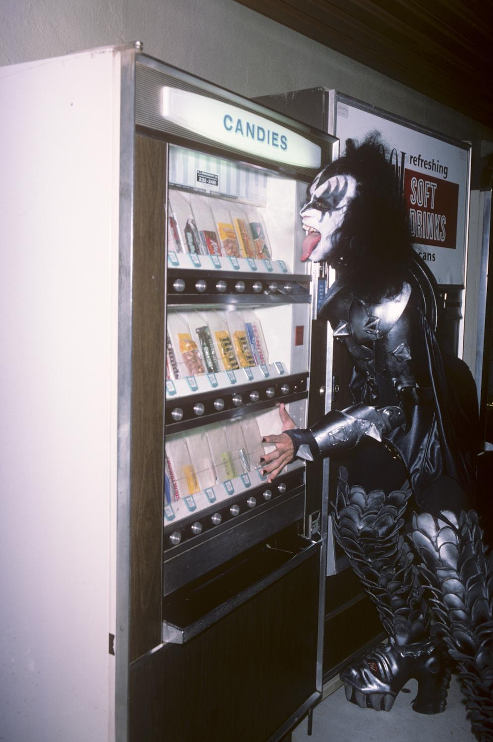 Gene Simmons wanting some candy. #Kiss (photo by Brad Elterman) http://t.co/xiF2Ec1OLS