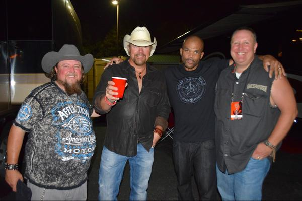 6:10p Razz Recommended @TobyKeithMusic Drunk Americans http://t.co/MTikohLoZK