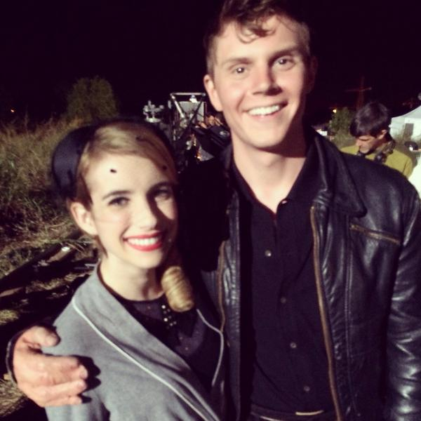 RT @RobertsEmma: Late night shoot on #AHSFREAKSHOW how did everyone like the episode tonight?! 👻🔮 http://t.co/jOXqyObbez