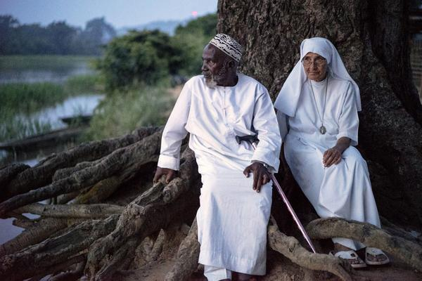 The Nun & the Imam: 2 faith leaders appeal for peace & reconciliation in CAR @Refugees http://t.co/vUoI3O9fFj http://t.co/OihZucMj1I