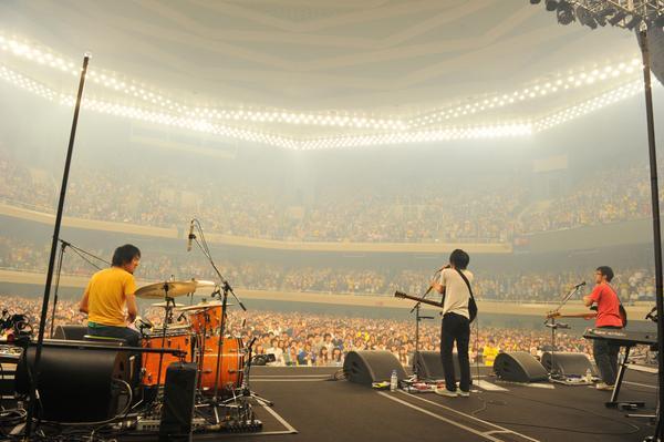 【andymori】10/15日本武道館公演「andymoriラストライブ」をもって解散いたしました。2007年~約7年の活動を応援して下さったすべての皆さま、本当にありがとうございました。http://t.co/w5JxQaOR5p http://t.co/ha2vaTUbuP