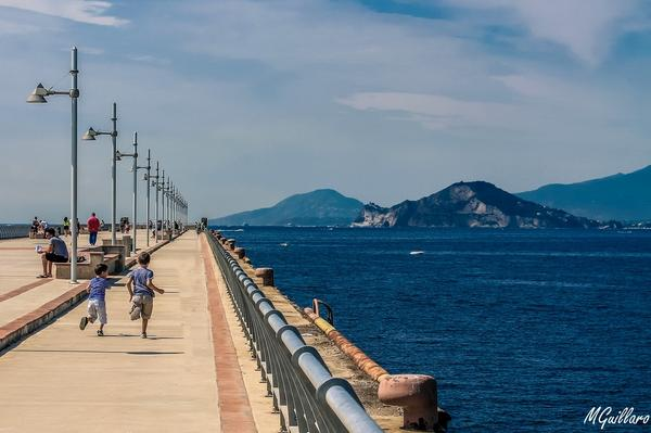 Un red carpet in mezzo al mare http://t.co/XPv64My0uC #bagnoli #napoli http://t.co/ONNh0MmZLq