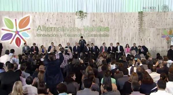 El Gobernador @Paco_Olvera acompaña al Presidente @EPN en la Inauguración del Foro Internacional #AlternativasVerdes http://t.co/qxUHLB1RDX