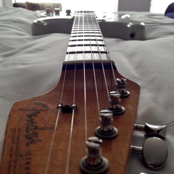 Old Blue got a refrett. She playing real nice @Fender @FenderCustom http://t.co/8sxpJIS2Jm