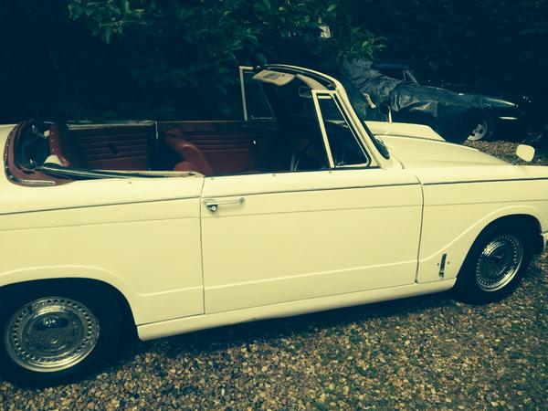 My beautiful 1969 triumph herald reg No: EXC 36G was stolen today. Pls look out for her. Red roof/pearl white. http://t.co/P9Mi7qIVXm