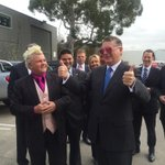 RT @Geelong_Mayor: Delighted to welcome @Vic_Premier back to Geelong. He gave my sunnies the thumbs up! @DarrynLyons http://t.co/yv8Vn4Dgyo