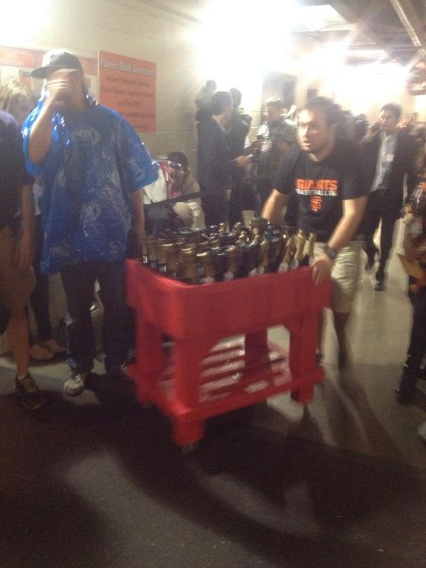 Here come the bubbly #sfgiants KTVU http://t.co/GubAKwB8V1