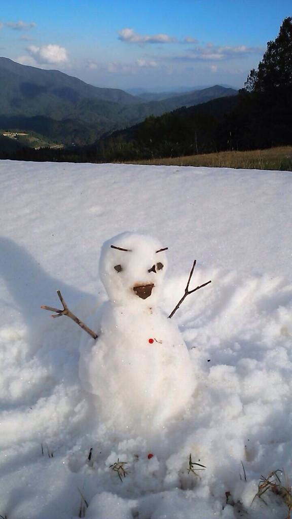 造雪テストからの初雪だるま!! http://t.co/Q74VmjVpwF