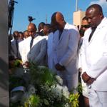RT @MichelJMartelly: Sonnerie aux morts et recueillement au pied du monument dédié à lEmpereur Jean-Jacques Dessalines au Pont Rouge. http://t.co/vsynPCQhsm