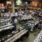 RT @Limportant_fr: « revival » : Les ventes de vinyle atteignent des sommets http://t.co/G3tiEynSin http://t.co/d8jzQLAOag