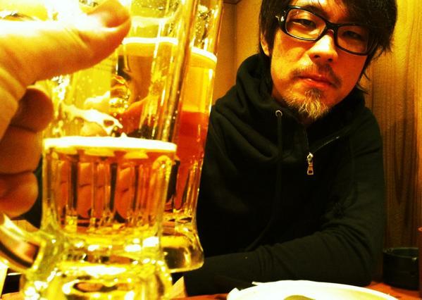 本日は恒例になりつつある真助さんとの二人ドラム&呑み。 なんやかんやで三軒ほど呑み歩いて結構酔っ払ったっす。 http://t.co/W5bnPd5syQ