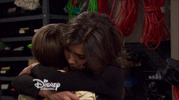 This scene w @coreyfogelmanis & @rowblanchard is so touching. #choosekindness All new #GirlMeetsWrold tonight at 8PM http://t.co/RloWNCFhi0