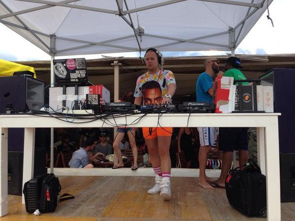 First DJ to wear luminous short shorts while playing a deadly serious DnB Classics set? @sunandbass lol http://t.co/RrtKwk4GrT