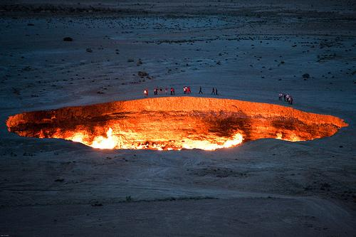 The door to Hell ?  A fiery crater burns for 42 years http://t.co/nPaZIjOLcS #fire #crater http://t.co/lomo1jAwhO