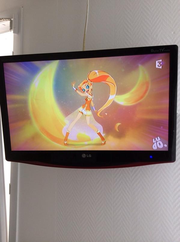 ロリロックというすごい名前の魔法少女アニメをホテルで見てしまった。恐らくフランスorヨーロッパ製。恐るべき勢いで文化は混じりつつある。 http://t.co/UfCKIopJdi