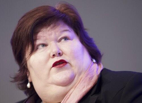 """まさか…ジョークでしょ? RT @rx4pro """"肥満問題に取り組むベルギーの保健省大臣、デブロック氏。 任命したヤツ出てこい。 http://t.co/rvuPWFRPud"""""""