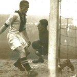 #AjaxKalender: Vandaag 72 jaar geleden nam 'Goaltjes' Piet van Reenen afscheid van #Ajax. Hij maakte 273 goals.