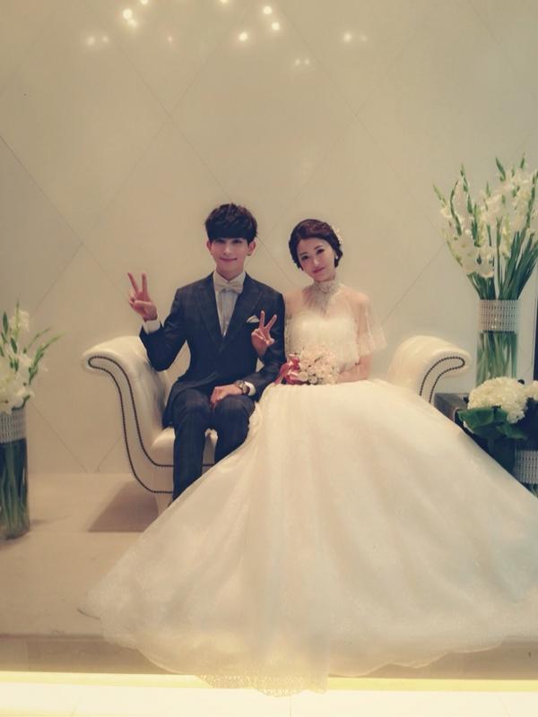 사랑하는 우리누나♡ 결혼 진심으로 축하해!!!! 행복하게 살아~~!!! http://t.co/t1OCQAwDqI