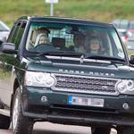 the queen wearing a hoodie whilst driving a range rover she keepin it 3Hunna http://t.co/f8iK3wpKlV