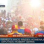 RT @henryvargas_87: Bajo la lluvia, miles de jóvenes rinden homenaje a Serra junto a @NicolasMaduro #MaduroPromueveLaPaz http://t.co/ebIgBJ6GPr