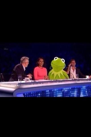 This made me laugh @SimonCowell see you soon! http://t.co/n64PFFBjMs