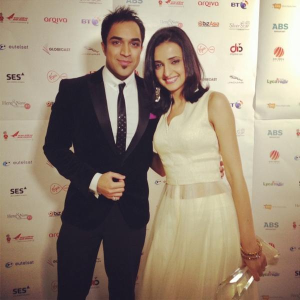 At the Asian Viewers TV Awards! Just presented the award 4 Best Female to Sanaya Irani #Khushi #IssPyarKoKyaNaamDoon http://t.co/xKXfwgDM3U