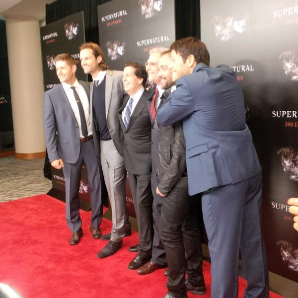 Group photo with the big bosses! #SPN200 http://t.co/NJFDPgu58j