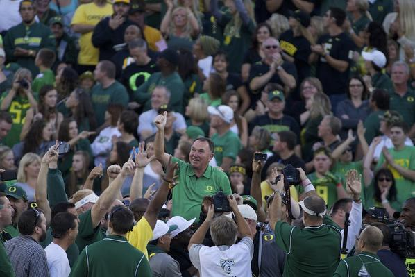 This is awesome. RT @bruceely: Yeah, they just lifted Rich Brooks on their shoulders at Autzen. #GoDucks http://t.co/53JfZl1zTY