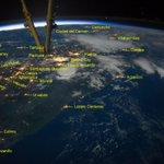 """""""@SkyAlertMx: Ciudades de México desde la #ISS durante la noche del 14 de Julio. Vía: @PC0101 & @Astro_Alex http://t.co/MAKojIpVHv"""