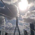 "Prachtfoto. Lijn- en wolkenspel Eramusbrug #skyline ""@yvonnevangennip: blijft mooi #Erasmusbrug http://t.co/04hepFxOIf"" #Rotterdam"