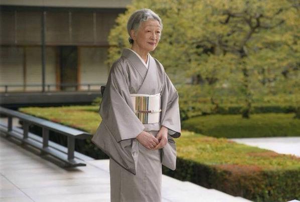 美智子皇后陛下におかれましては満八十歳のお誕生日おめでとうございます。  地久節!  天皇皇后両陛下 動画集 (皇太子時代)  http://t.co/XVGB4GPOLp http://t.co/CESg2fmyom