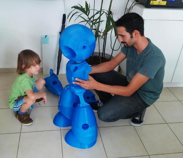 RT @3dFactoryTLV: Putting the parts together for our newborn #3dprinted #robot http://t.co/ZllY3Z0u9v