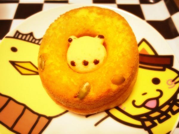 貰ったシレトコドーナツ美味かった。でもかぼちゃ味なんだけど、あまりかぼちゃの味しなかった(笑)そして熊がはめてあるだけで取り外せるという謎。 http://t.co/W3O6lcI0pN