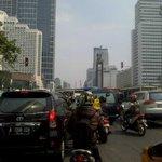 10.02 Lalu lintas di sekitaran Bunderan HI terpantau padat merayap http://t.co/y2q3YTG2G8 (Photo:@PolsektroTabang)