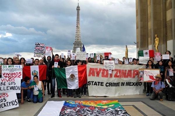 Mexicanos residentes en Francia se solidarizan con familiares de normalistas de #Ayotzinapa http://t.co/37hui7KC81 http://t.co/M9KODEfUoN
