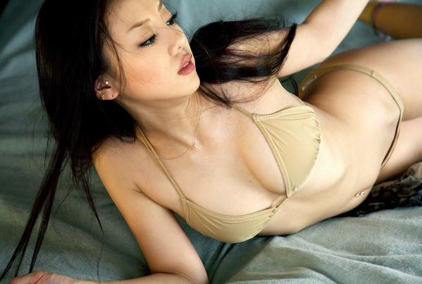 test ツイッターメディア - あびる優のセクシー画像。スレンダーで美しい体。時に可愛いらしく、時に野生的なルックスとスレンダーな体が魅力的です。 https://t.co/O2ikPVCSh2