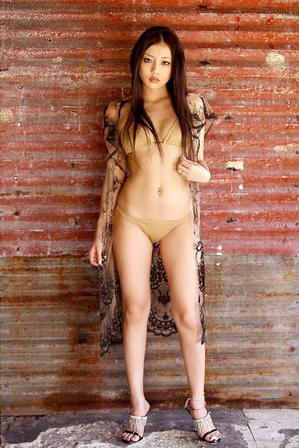 test ツイッターメディア - あびる優のセクシー画像。スレンダーで美しい体。時に可愛いらしく、時に野生的なルックスとスレンダーな体が魅力的です。https://t.co/jgPNnyBcDi