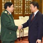【ネトウヨさん、発狂しないでね】 これが火種を抱えている国家間の正常な外交だから。 RT @WSJJapan: 中国とベトナム、国防省間でホットライン開設へ http://t.co/QG06a3XSuN(Zuma Press) http://t.co/vUFSTArN2t