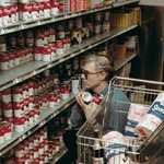 Love this EPIC! RT @HistoryInPics Andy Warhol shopping for Campbells Soup, 1965 https://t.co/L7BfXaTjTE