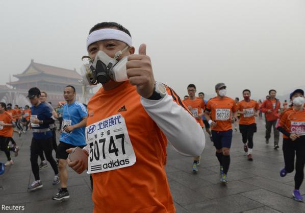 Photos: Beijing marathon runners battle smog http://t.co/h6SH2S0whr http://t.co/Ofl39TOtd6