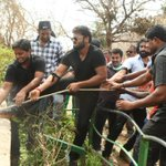 RT @telnewscorp: Actor #manchumanoj in #visakhapatnam helping #Hudhud victims   @ManchuManoj_FC  @HeroManoj1