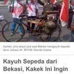 RT @BekasiUrbanCity: Kakek tua asal Bekasi ini mengayuh sepeda untuk ikut mengarak #PresidenJokowi http://t.co/g5fmAp3bYJ